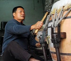 天上来的鼓 制鼓师傅梁正ying谈传统制鼓
